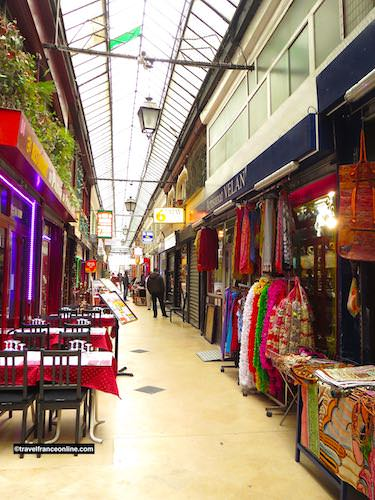 Passage Brady - Colourful Indian restaurants and shops