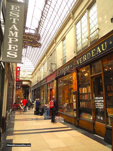 Passage Verdeau - Bookshop and clock