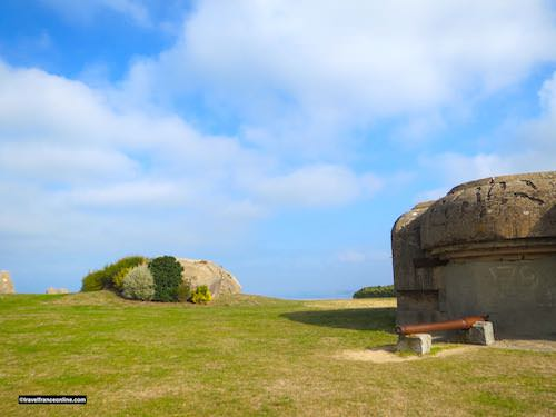 Batterie du Roc in Granville - firing post and gun