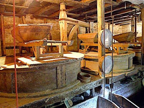 Moulin de Cougnaguet - grindstones