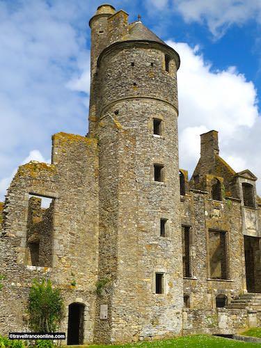 Chateau de Gratot - Tour Ronde and vestiges of the 15th century castle
