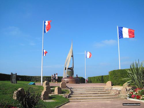 Kieffer Monument and Stele dedicated to Cdt. Kieffer's 177 Commandos of the Free French Forces who landed on Sword Beach on June 6, 1944 - Juno Beach War Memorials