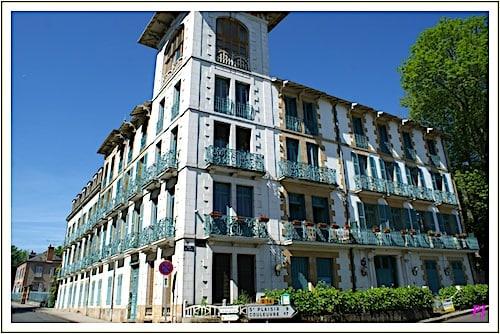 Bourbon-l'Archambault - hotel in town
