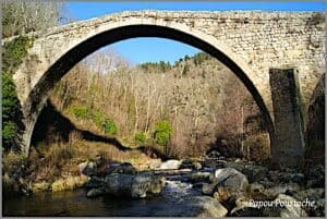 The Pont du Diable's largest arch - Saint-André-de-Chalencon i