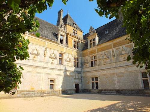 Chateau de Montal - Renaissance facades with the funerary sculptures and busts
