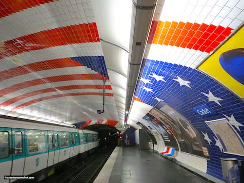 Cadet Metro station - American flag on the vaulted ceiling