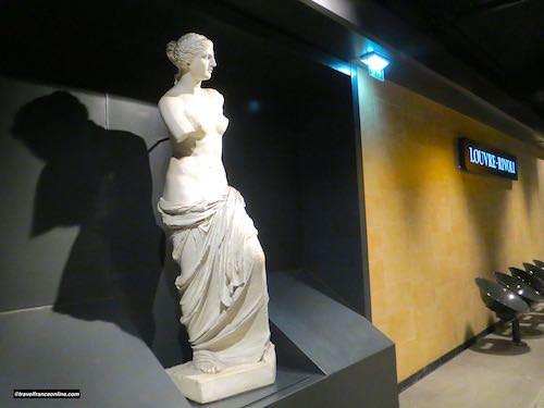 Louvre-Rivoli Metro station - Venus de Milo
