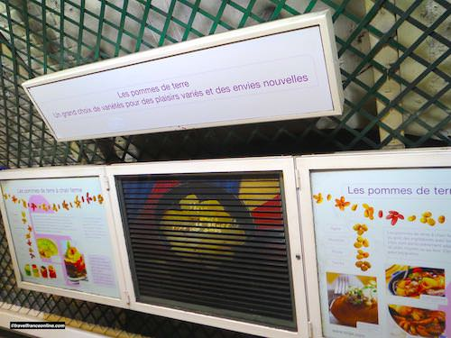 Parmentier Metro station - Decor dedicated to the potato