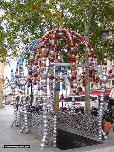 Cultural Metro stations in Paris - Kiosque des Noctambules