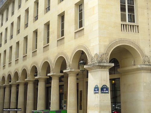 Rue des Colonnes Neo-Classical architecture