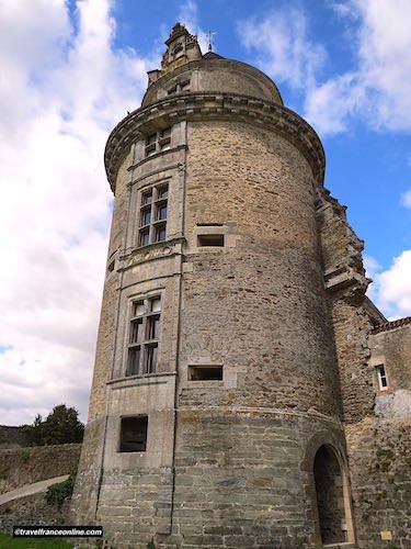 Castle of Apremont Tower's Renaissance and medieval features