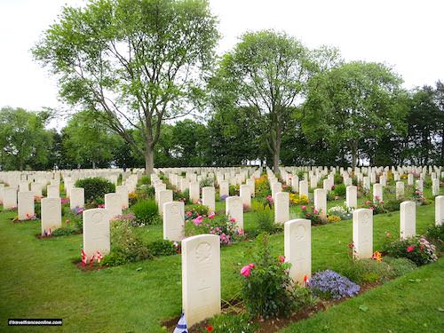 Beny-sur-mer Canadian war cemetery - Tomb stones