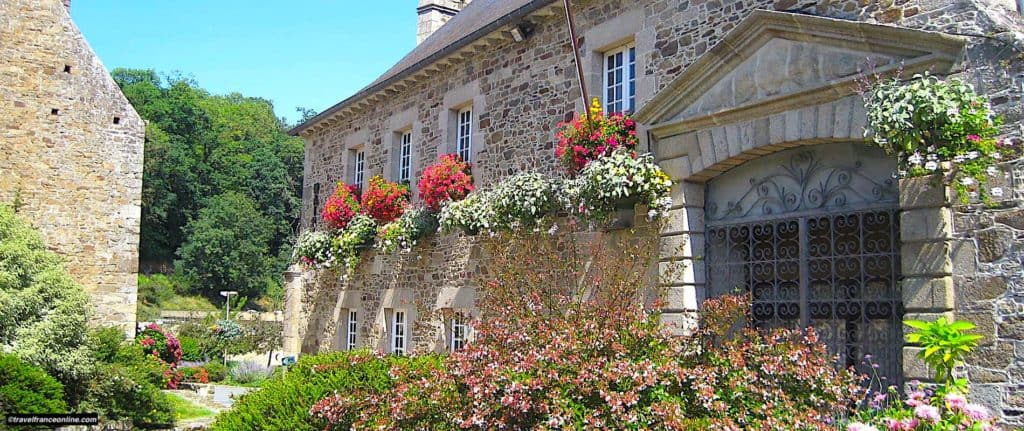 Lehon small town of character for Travel France Online