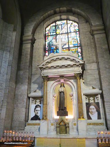 Sainte Therese de Lisieux chapel in Notre Dame des Victoires Basilica