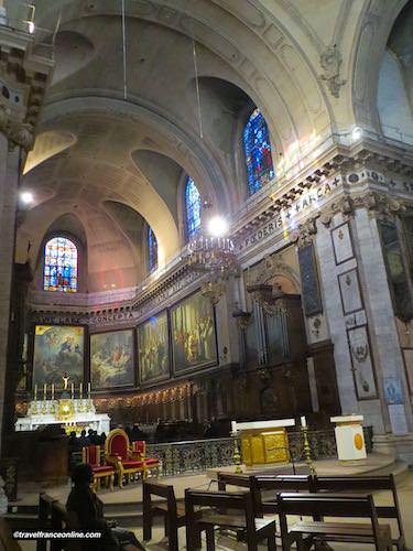 Notre Dame des Victoires Basilica chancel and ex-voto