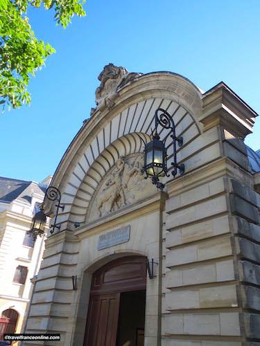 Superb entrance of the Manège Battesti at the Grade Republicaine