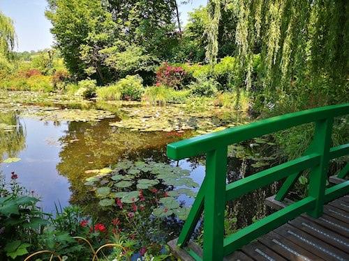 Maison de Monet - water lilies pond and Japanese bridge