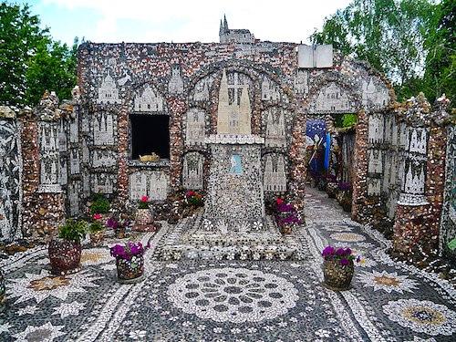 Maison Picassiette - courtyard