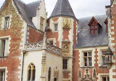 Chateau du Clos Luce - Main facade and Oratory of Anne de Bretagne