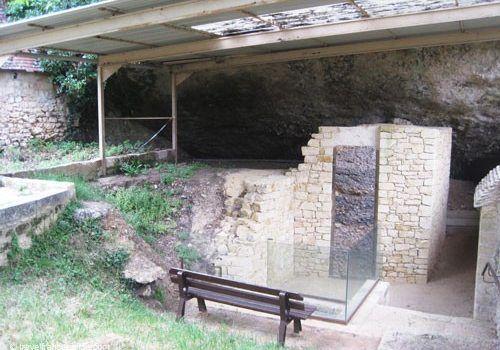 Le Moustier Neanderthal rock shelter