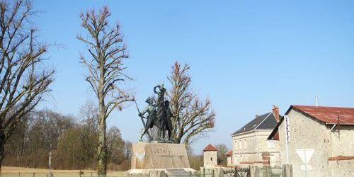 Monument des Marie-Louise at the farm of Hurtebise - Chemin des Dames