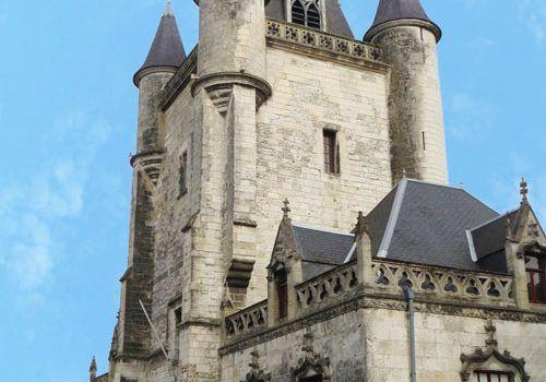 Rue-medieval-town-Beffroi-belfry