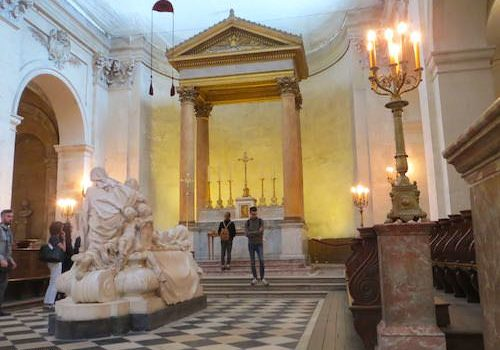 Richelieu mausoleum in front of high altar in Sorbonne Chapel