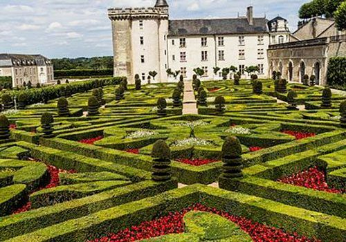 Villandry-chateau-and-gardens-Green_and_red